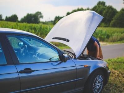 10 Hábitos Comuns que Prejudicam os Automóveis